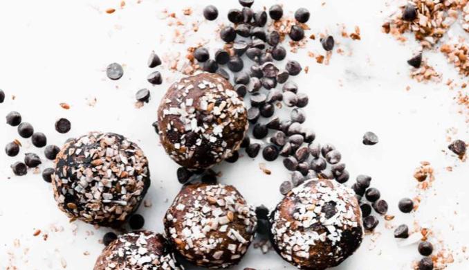 Så här gör du nyttiga chokladbollar